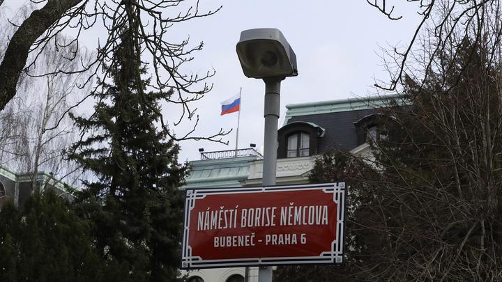 Прага объявила о высылке 18 российских дипломатов