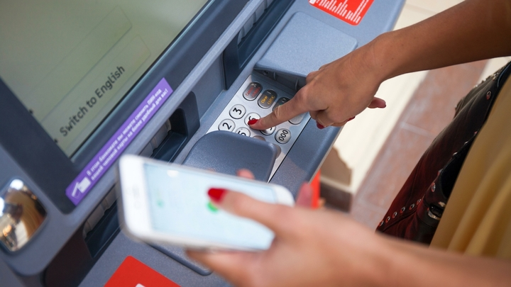 Банкам запретят блокировать счета или вклады без объяснения причин