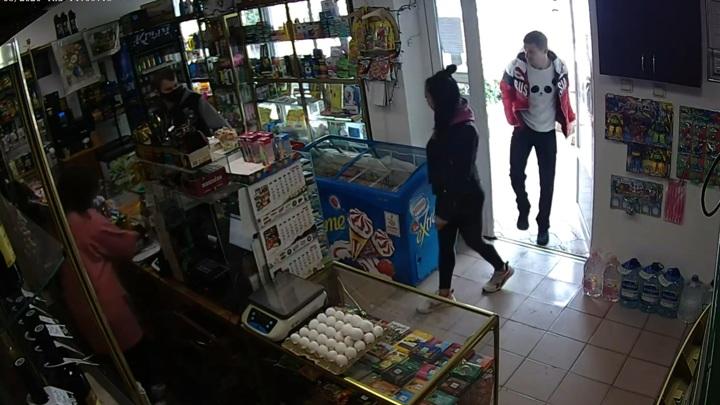 Тренер ММА избил продавщицу в Крыму за требование надеть маску