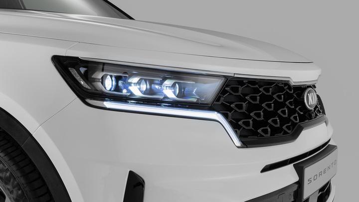Белые и черные: какие автомобили предпочитают москвички