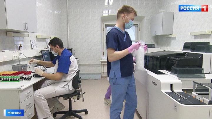 Опасную работу делают автоматы: 7 тысяч анализов на коронавирус в сутки