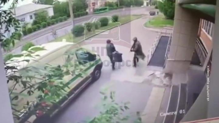 Нападение на инкассаторов: видео с камер наблюдения