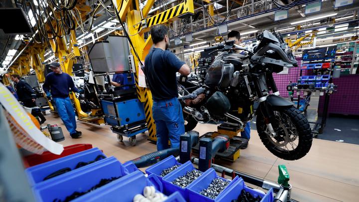 Сентябрьские продажи автомобилей в РФ улучшили оценку спроса за год