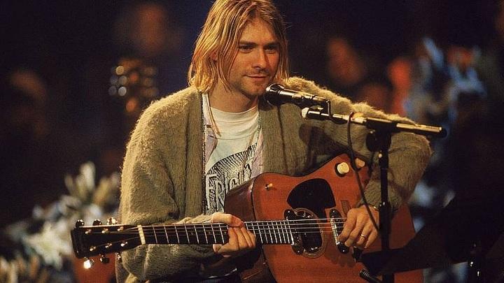 Гитара Курта Кобейна была продана за рекордную сумму