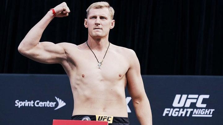 Российский боец Волков подписал новый контракт с UFC