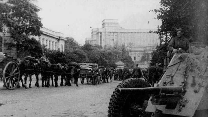 Советские войска покидают Киев в 1941 году | фото с сайта lemur59.ru