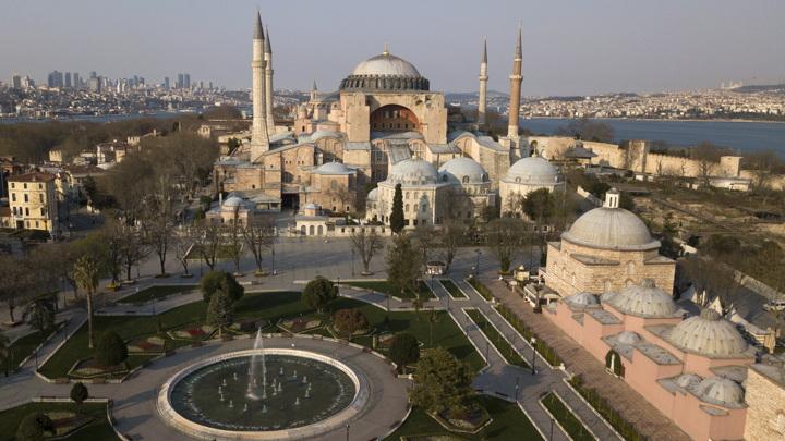 В превращенном в мечеть соборе Святой Софии от приступа умер муэдзин