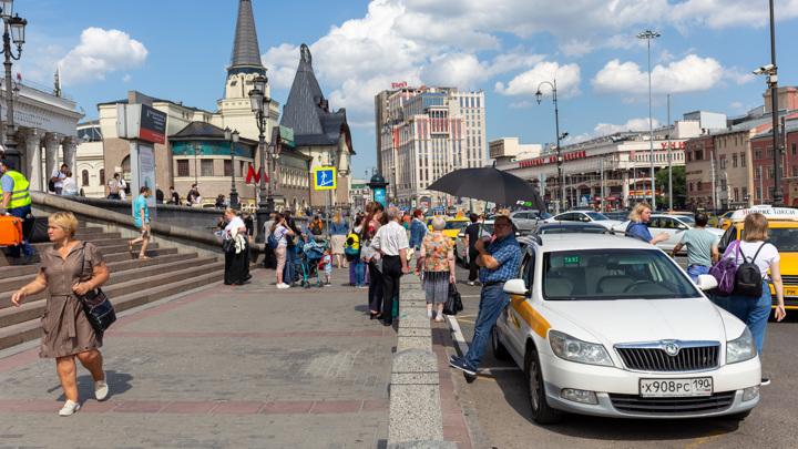 Сотрудники столичной Госавтоинспекци дали советы водителям, как пережить жару