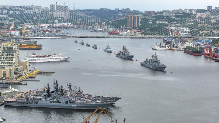 Во Владивостоке прошел военно-морской парад