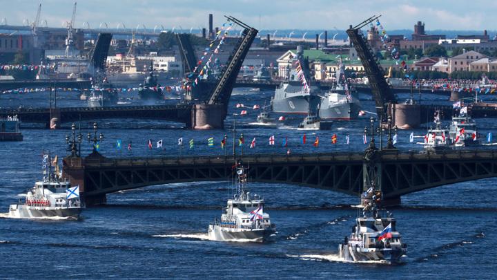 """Главный военно-морской парад завершен. """"Хорошо придумали"""", – сказал президент"""
