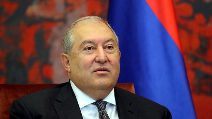 Президент Армении самоизолировался в Лондоне