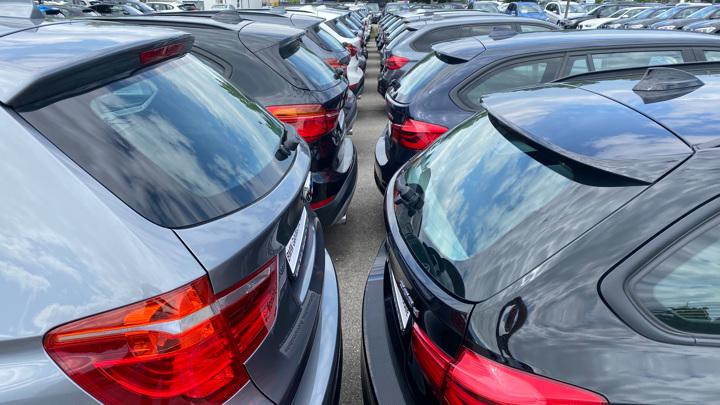 Впервые с начала года зафиксировано снижение цен в автосалонах