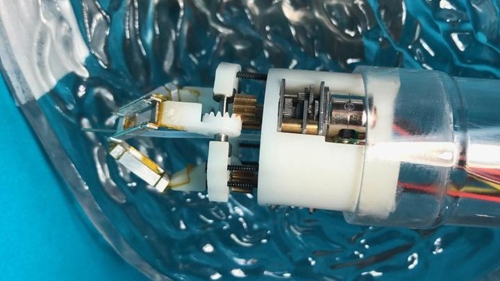 Робот, проникающий в желудок через эндоскоп, будет восстанавливать стенки желудка.