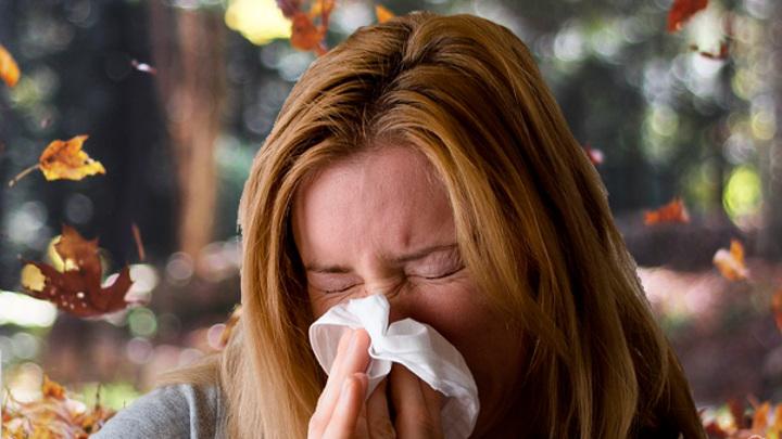 """Эксперт: осень – самое неудачное время для """"встречи"""" с коронавирусом"""
