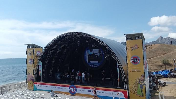 Звезды на пляже: джазовый фестиваль в Коктебеле прорвал пандемию