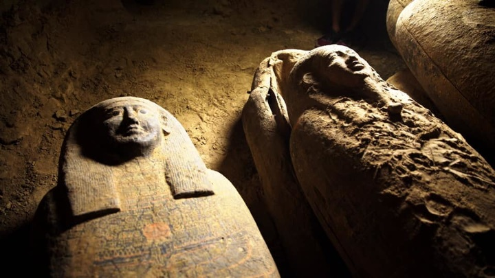 Внутри гробов впоследствии может быть найден нетронутый могильный инвентарь.