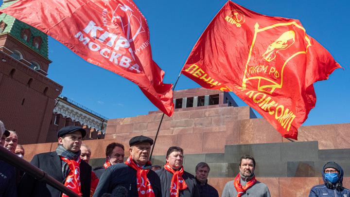 """Россию пытаются """"поджечь"""" через мавзолей Ленина, считает Зюганов"""