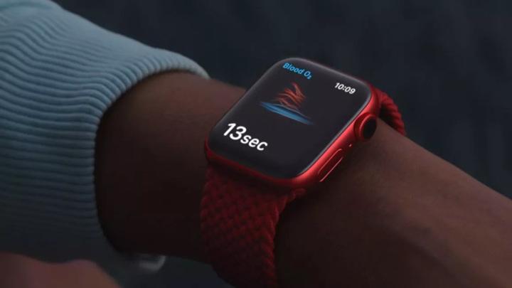 СМИ: Apple Watch смогут измерять температуру тела и уровень сахара в крови