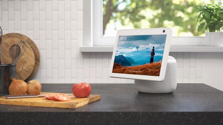 Слух: Amazon готовит настенный планшет, домашнего робота и караоке-микрофон