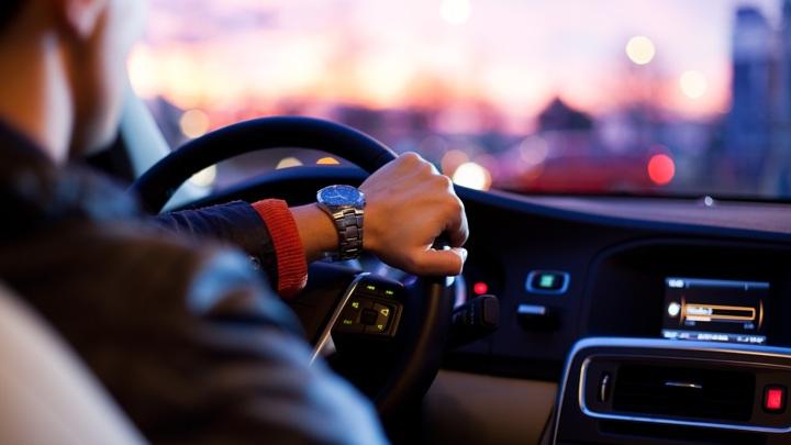 """Автодилеры требуют ужесточить ответственность за """"скрутку"""" пробега"""