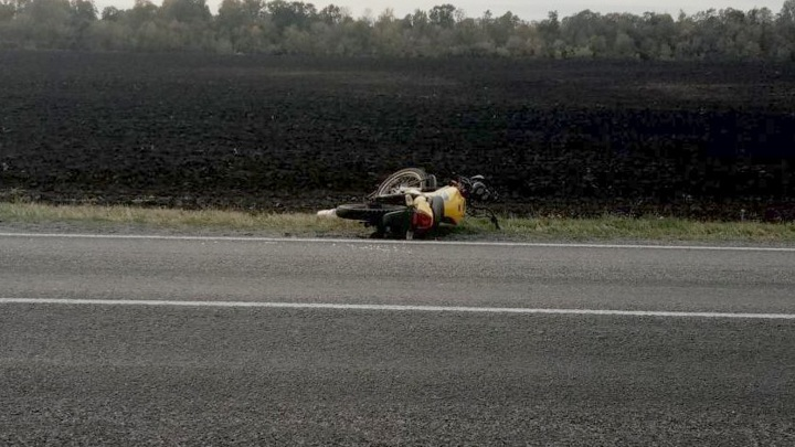 Байкер без прав пострадал в аварии в Орловской области
