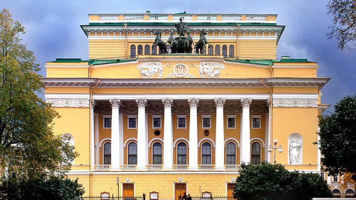 Александринка завершает театральный сезон