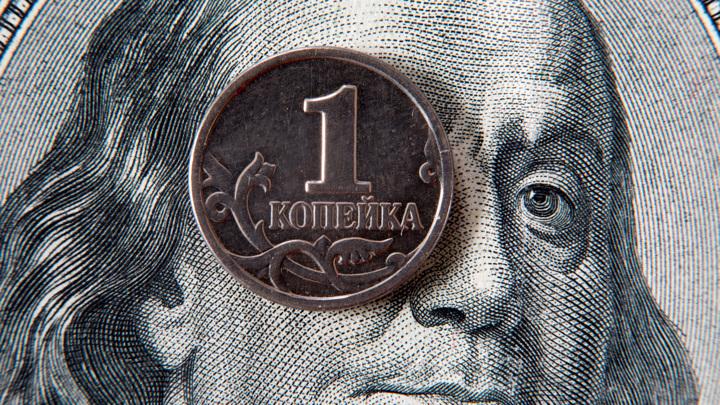 Отток валютных вкладов в России обновил рекорд апреля