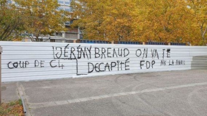 Французского политика угрожают обезглавить