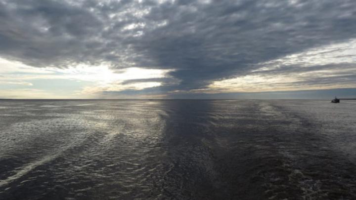 На Ямале затонула баржа