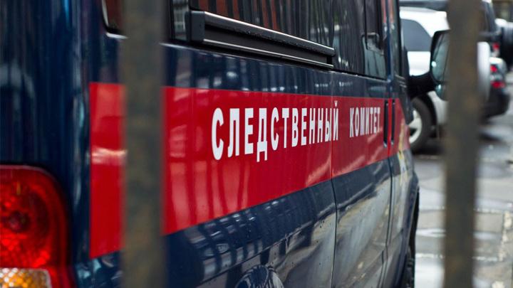 В Челябинске двое молодых людей выпали с 5 этажа жилого дома