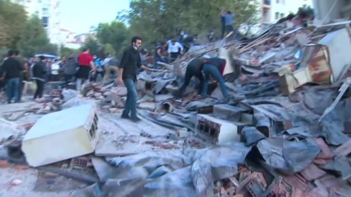 Измир: погибших уже 62