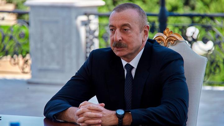 Алиев перенес День Победы на 8 ноября