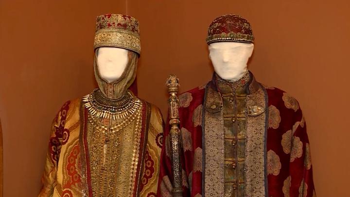 """Ипатьевскому монастырю подарили царскую одежду, посох и трон из сериала """"Годунов"""""""