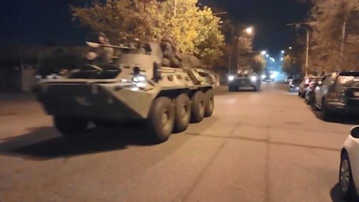 Российские миротворцы выдвинулись из Еревана в Нагорный Карабах