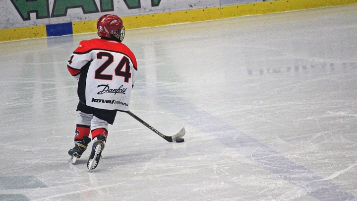 Обладатель Кубка Стэнли Евгений Кузнецов проведет мастер-класс для школьников Челябинска