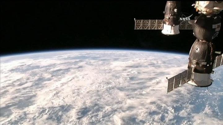 Промежуточную камеру на МКС обтянут пленкой