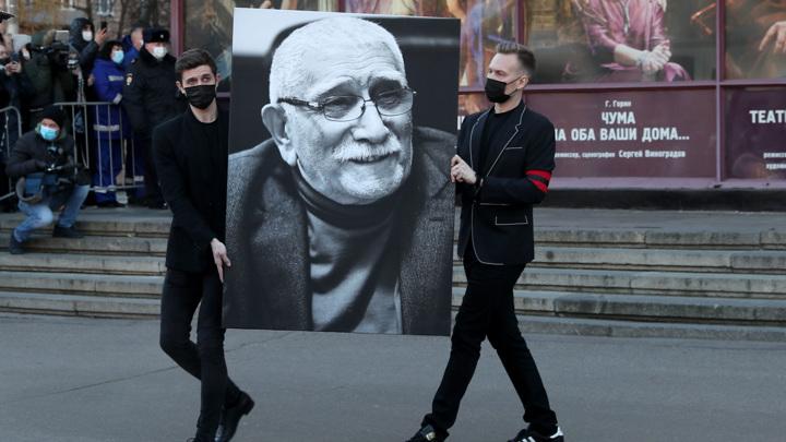 Джигарханяна похоронили на Ваганьковском рядом с дочерью