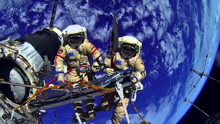 Космонавты Новицкий и Дубров сегодня совершат выход в открытый космос