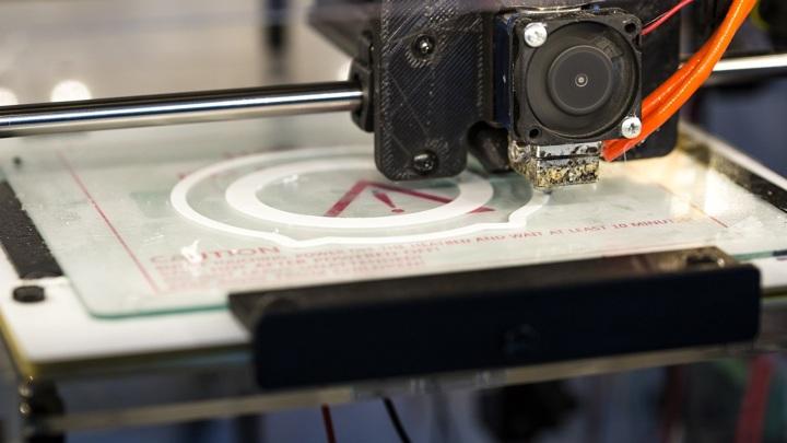Учёные разработали технологию создания одежды с помощью 3D-принтера.
