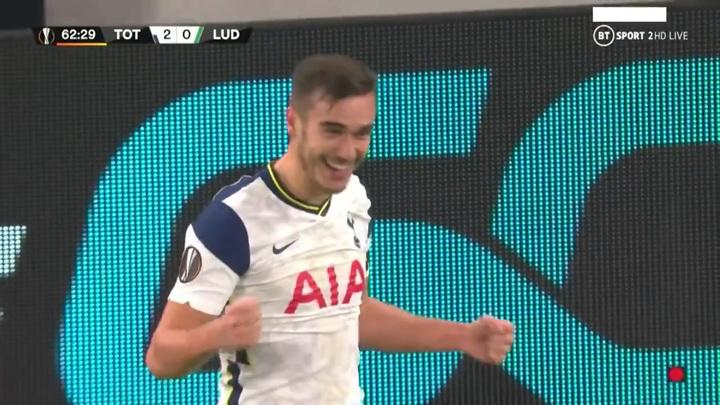 """Футболист """"Тоттенхэма"""" забил в Лиге Европы с 50 метров и сознался: я случайно"""