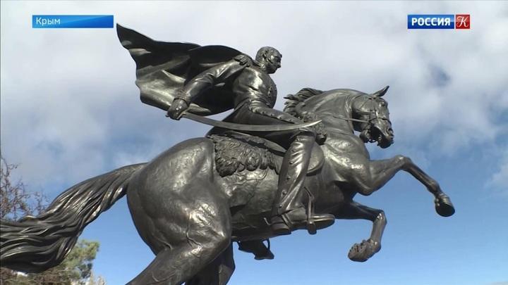В Феодосии установили памятник генералу Петру Котляревскому