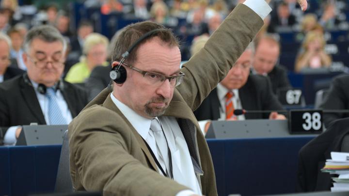 Венгерского депутата выгнали из Европарламента за участие в секс-вечеринке