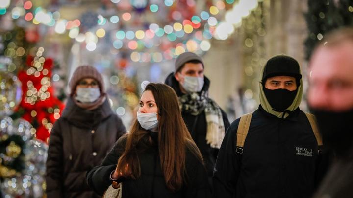 В Москве включили новогоднюю подсветку