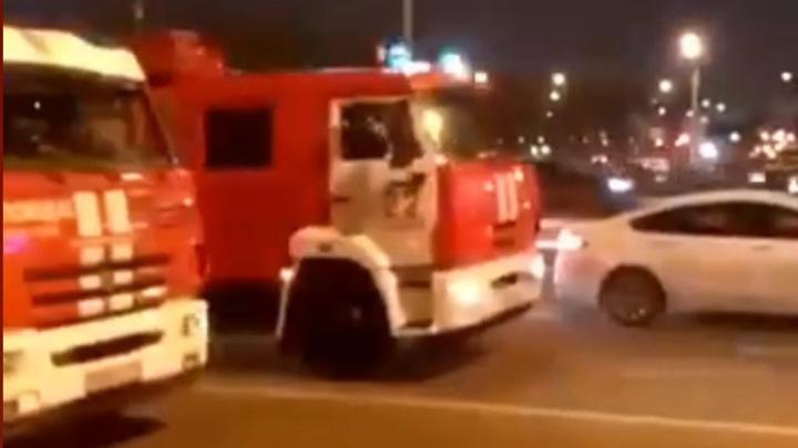 В Москве пожар, бушевавший в коллекторе, ликвидирован.