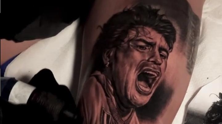 """Капитан """"Наполи"""" Инсинье сделал татуировку в честь Марадоны"""