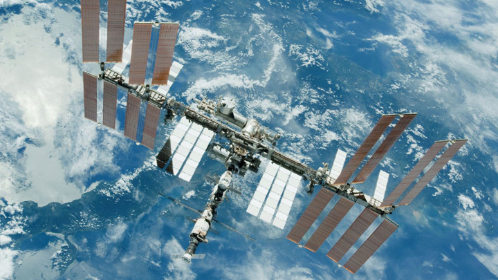 """Специалисты """"Энергии"""" отработали вместе с экипажем герметизацию трещин на МКС"""