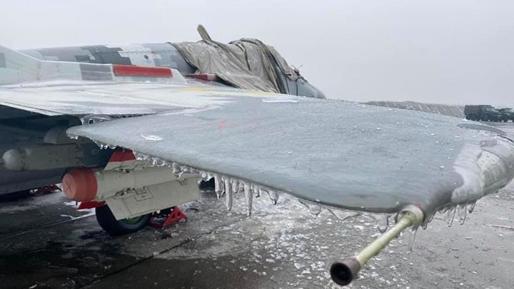 МиГ-29 тактической авиации Украины покрылись льдом