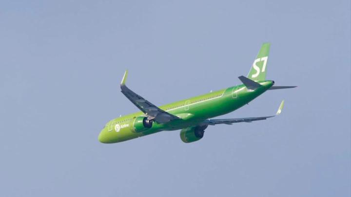 Самолет был вынужден вернуться в аэропорт Новосибирска после взлета