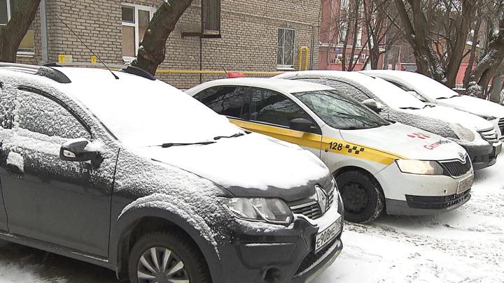 Жилье новое, нормы советские: почему во дворах не хватает парковок