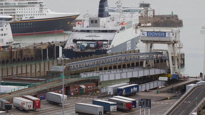 Голодная Британия: новый штамм ковида оставил островитян без импорта продуктов
